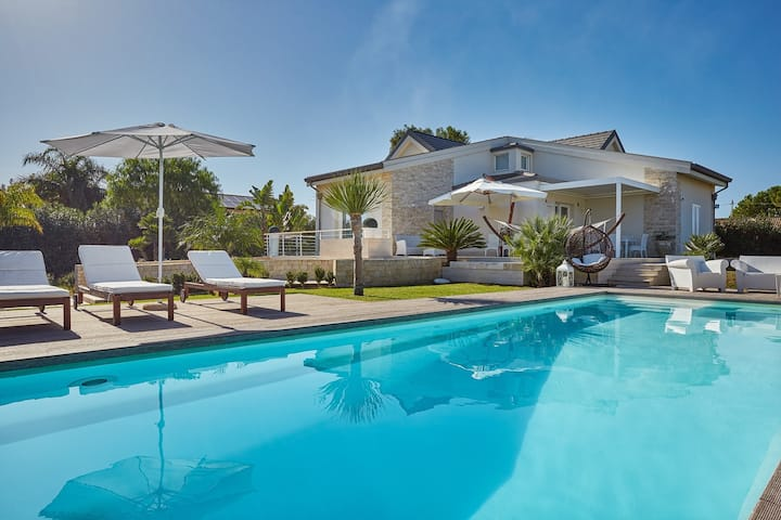 Villa Giame CaseSicule: Modern Luxury Villa with Pool 350 meters from the Sand Beach
