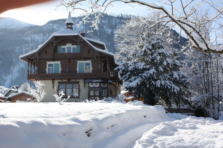 Villa von der Seeseite