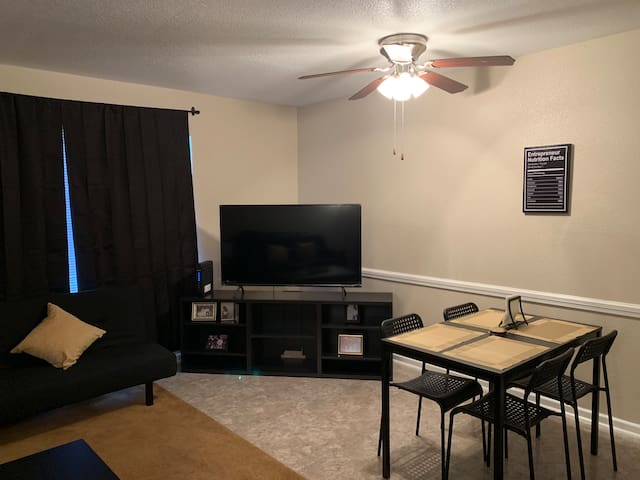 Cozy Apartment Close to Downtown!