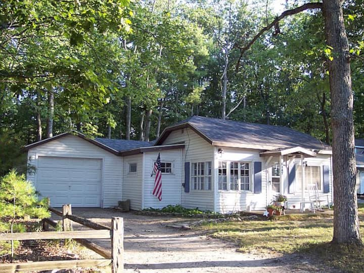 Crystal Beach Cottage - Shores of Torch Lake!