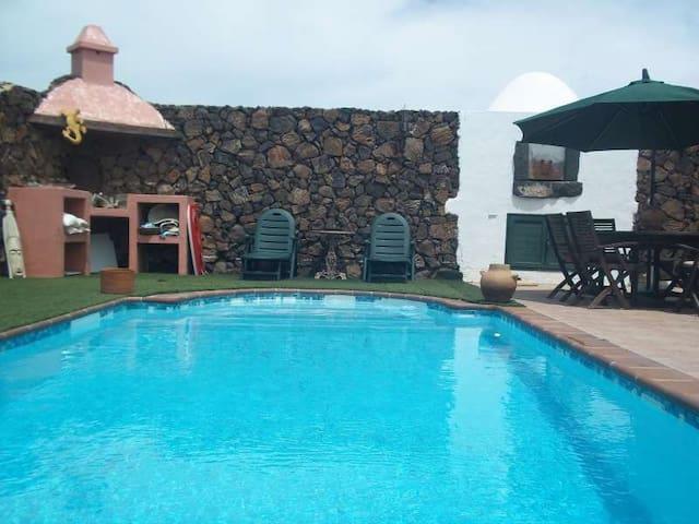 Villa ZOLARLUX in El Mojon for 4p