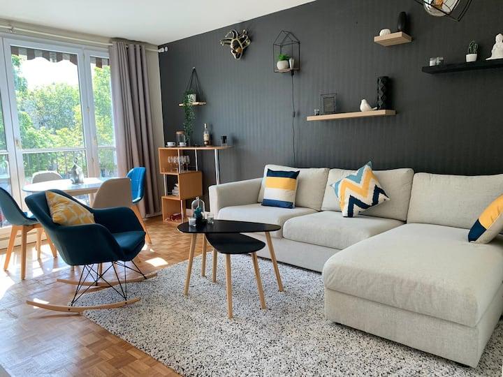 Canapé-lit dans un grand appart au Sud de Paris