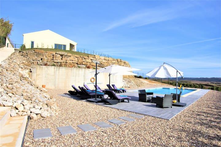 Ericeira-Great Villa, beach, heated pool, jacuzzi.