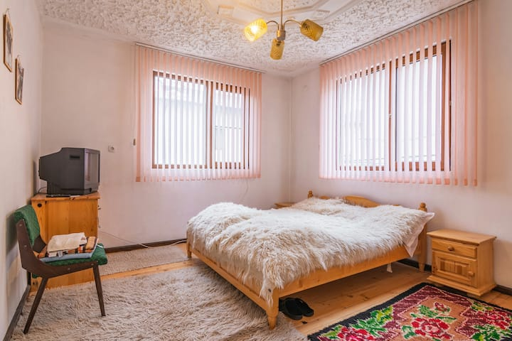 Rustic Double Bedroom w/ Bathroom-Old City, Bansko