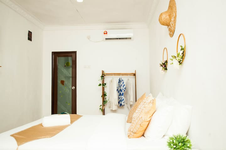 The Cozy King Bed with Seaview I