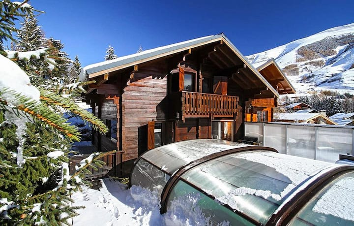 Unique Traditional Chalet with Stunning Pool in Les Deux Alpes