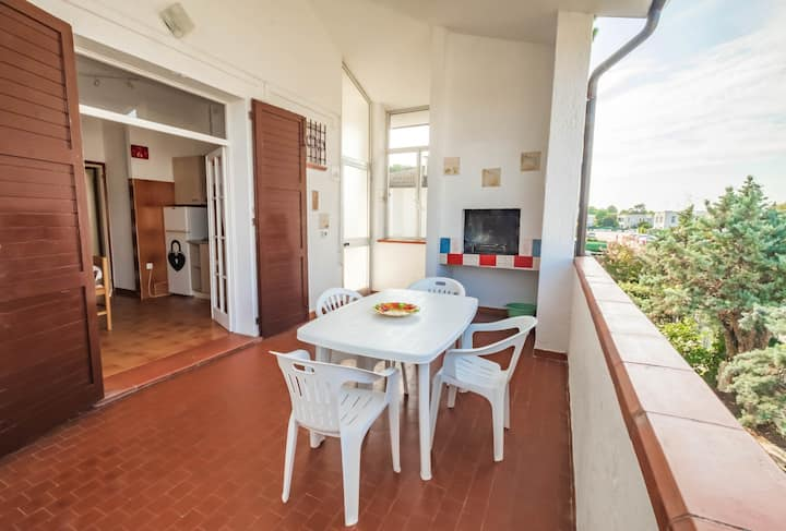 Detached house with 5 beds, large garden and pool