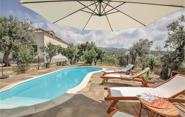 Holiday cottage with 5 bedrooms on 330m² in Rongolise di Sessa Au.