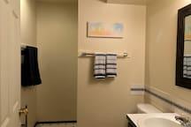 Clean Home in Quiet Neighborhood - Evergreen Room