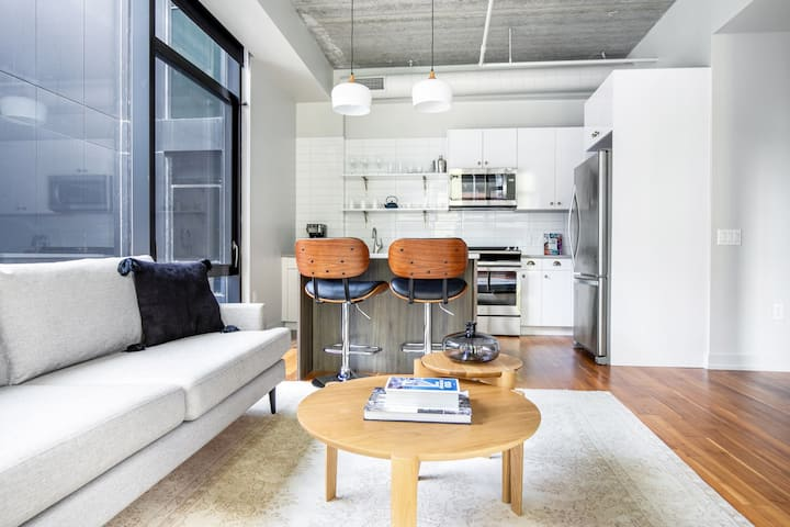Smart River North 1BR w/ Gym, Rooftop walk to L and Parks, by Blueground