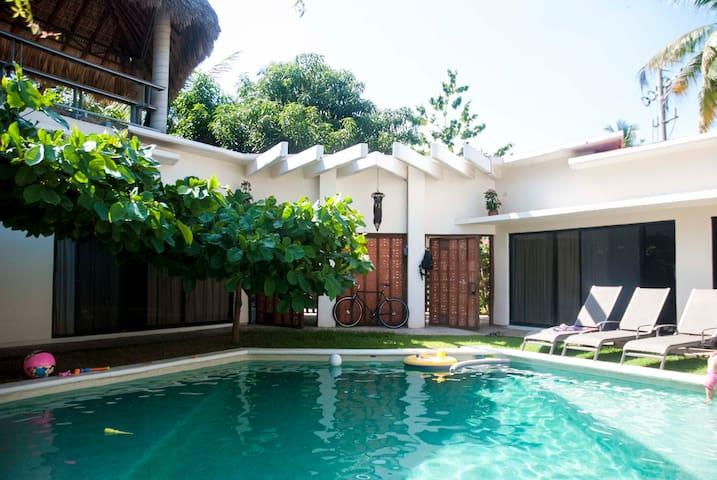 THE RASTA HOUSE, A CLASSIC IN TOWN - Puerto Escondido - House