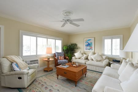 Ocean View 2BR/2BA Unit on Gorgeous Lido Key - Sarasota