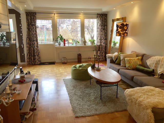 House in a quiet area with pool - Sollentuna - Casa