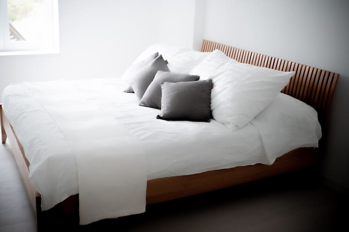 Main bedroom with 180 cm double bed.