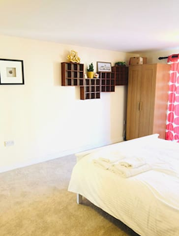 Spacious Double Room, Private Toilet Shared Shower