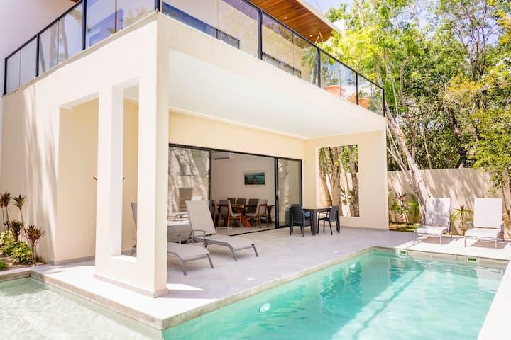 Villa Kalomte, large pool, beach club access!