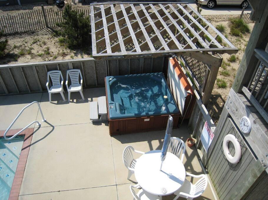 WH530: Brigadune | Hot Tub