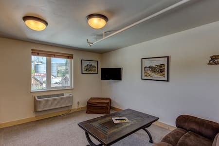 HiWay 40 Grill & Lodge - FULL BED SUITE - PETS OK