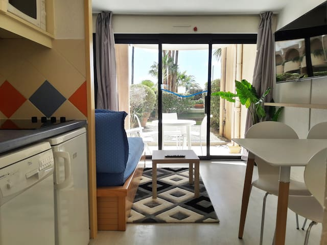 Studio with separate bedroom, seafront residence