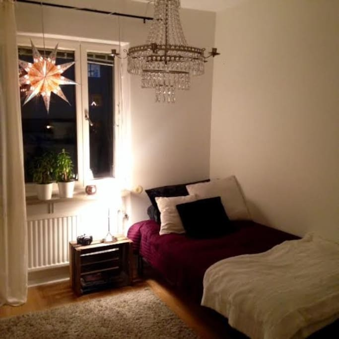 Cosy renovated bedroom, singel or twinbeds.