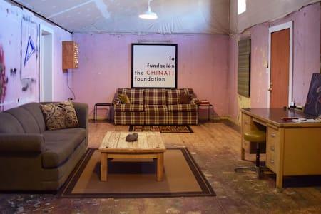 Greyfeather: funky affordable casa - Marfa - Ev