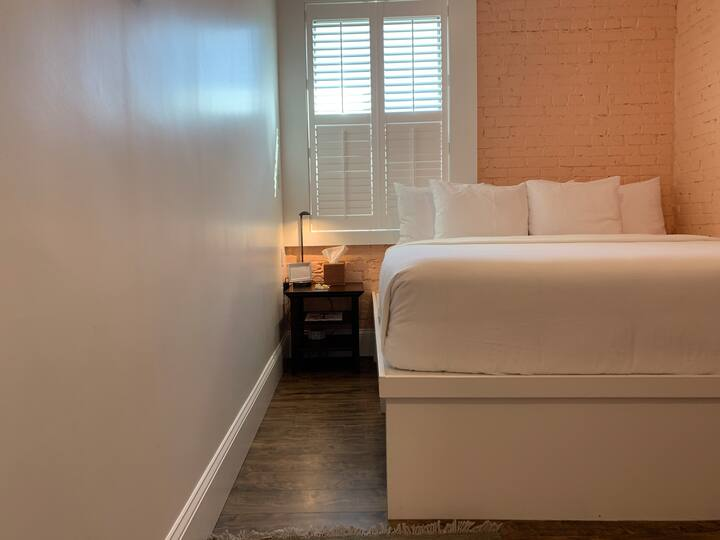 King Room in new boutique hotel- downtown Beverly