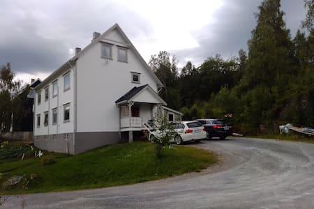Steinberg gård.