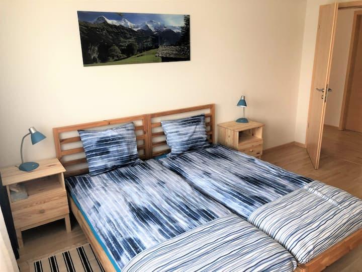 Helles Zimmer mit Sicht in der Natur - 2