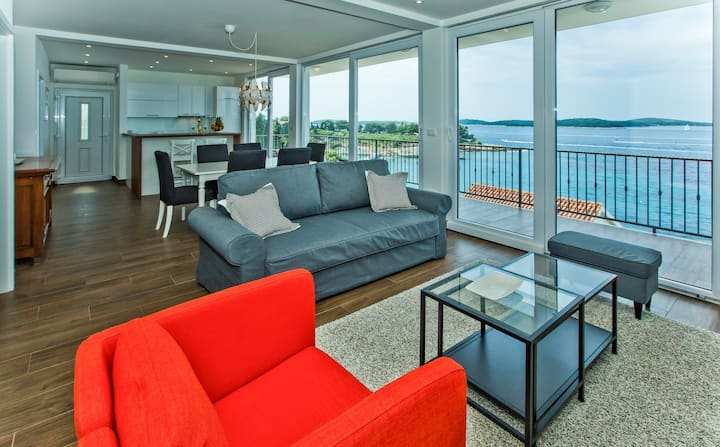 Top floor beach front luxury apartment