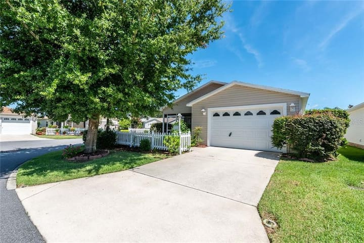 TROPICAL VILLA IN THE VILLAGES - SUMTER SQUARE