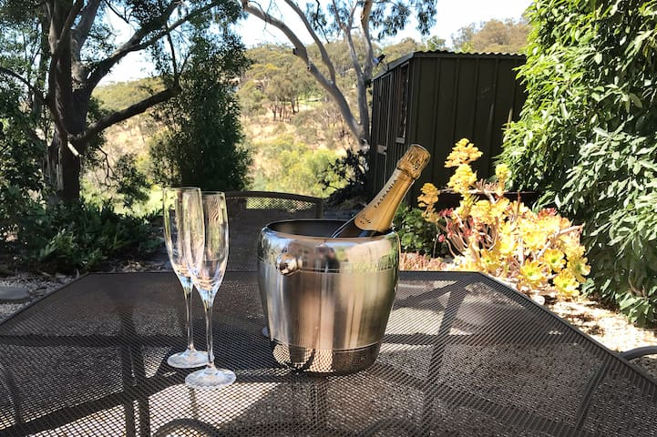 Adelaide Hills Belair Suite with a View