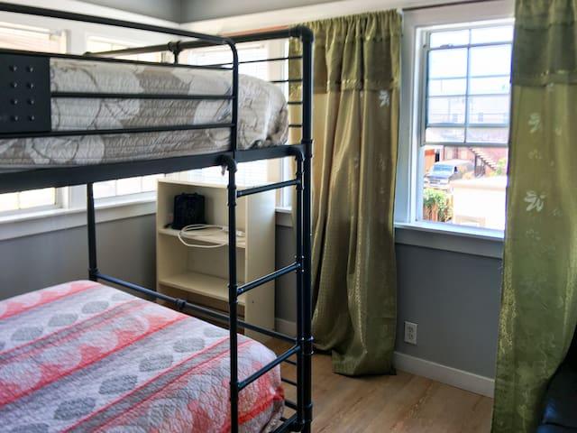 Private room  full over full bunk № 4. Cam.
