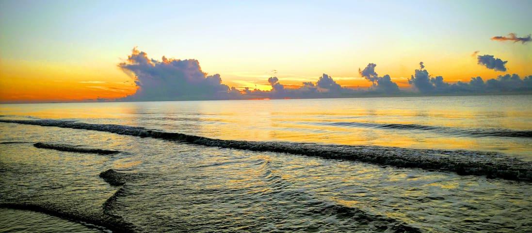 Hilton Head Island Beach Villa for 4 to 6..2br/2ba