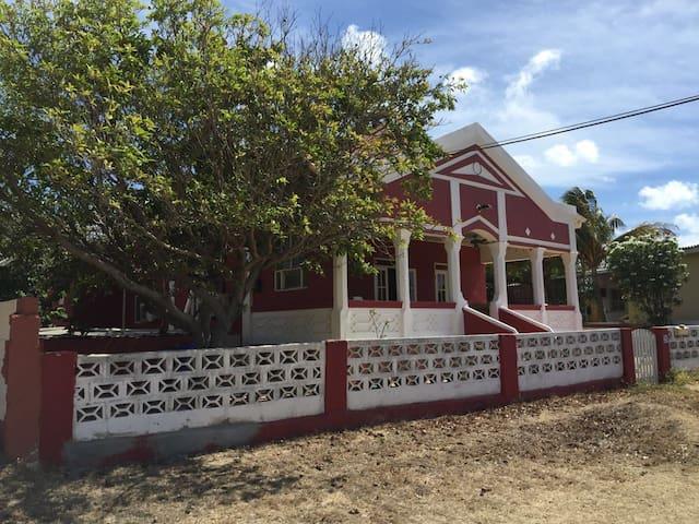 Cas Tan Lin - Santa Cruz - House