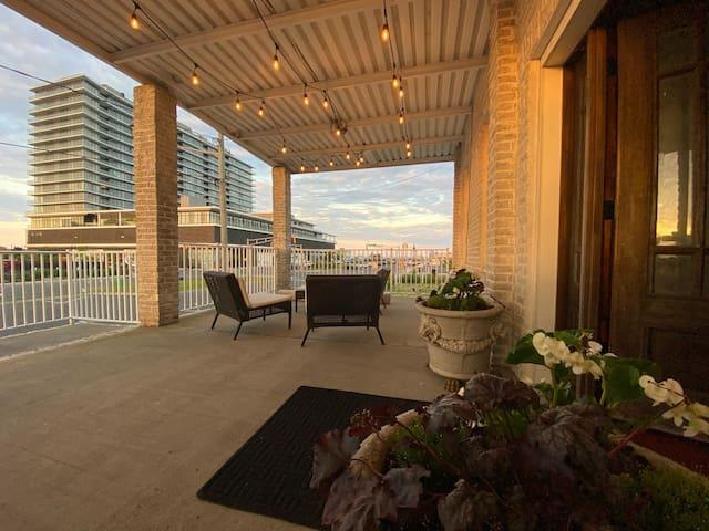 NEW —Entire 1st floor of duplex - 1 Block to beach