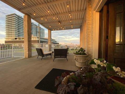 1 Block to beach - Entire 1st floor of duplex