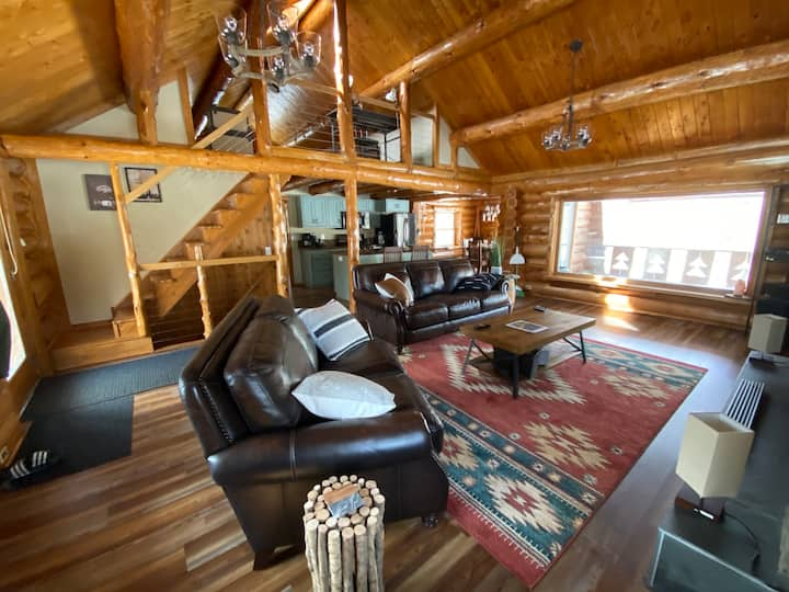 Renovated Log Cabin on Pristine Caribou Lake