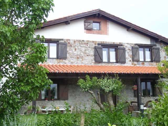 Caserio Altuena (Casa Rural) - Amoroto - Dům