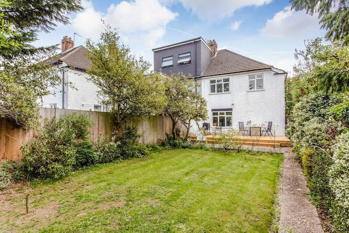Immaculate family home w/garden & Parking-North London