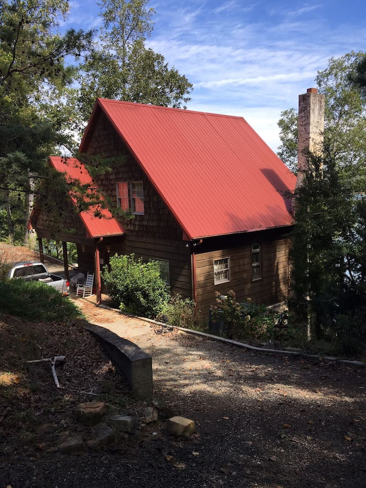 Front of CRANE Lake House