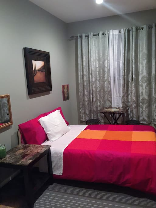 Very nice standard room for two. Comes with Full size bed, a smart tv, standard closet and dresser. This room also has a table and two chairs comfortable enough to have a meal inside. The house with four bedroom comes with two full bathroom to share. The house have a living room and a kitchen that can be use by the guest.