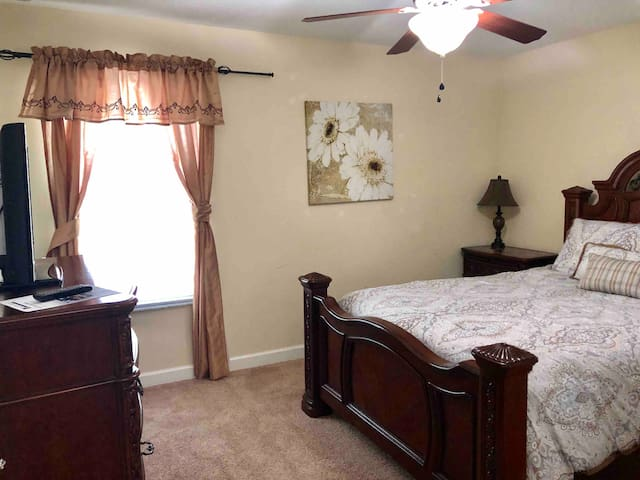 Great deal! Nice room close to Disney Parks