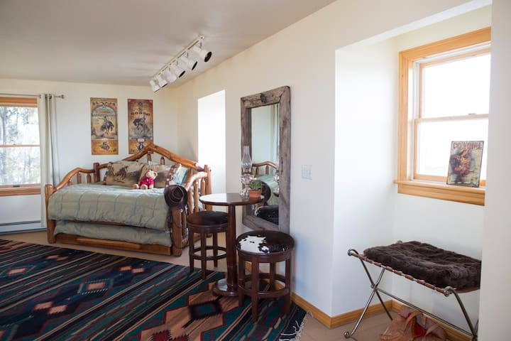 In-law apt. on beautiful horse property! - Bozeman - Apartamento