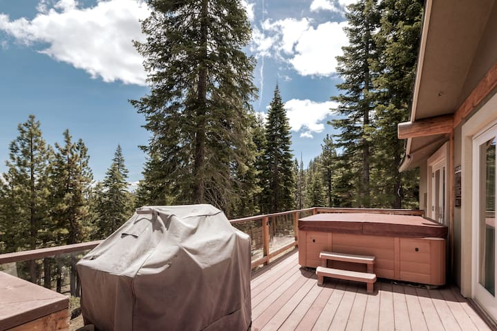 Relaxing Cozy Cabin Hot Tub, Views - We are Open!