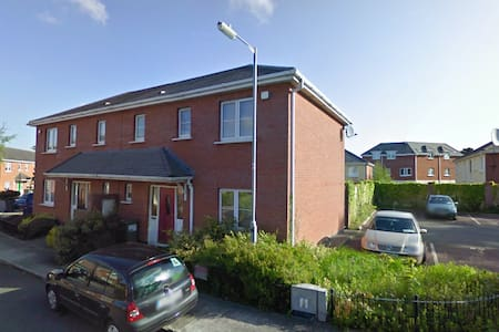 Private Room in Tyrrelstown with parking space - Dublín
