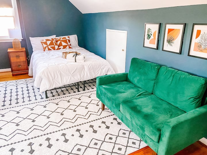 Gorgeous Bedroom + Bath in the heart of Towson!