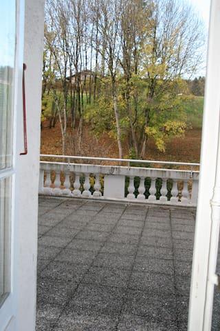 grande terrasse privative avec vue sur les Aravis