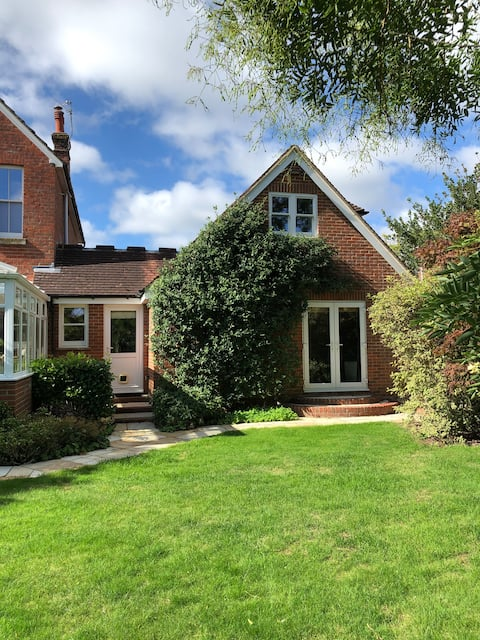 Quiet self-contained 4 guest annexe close to town