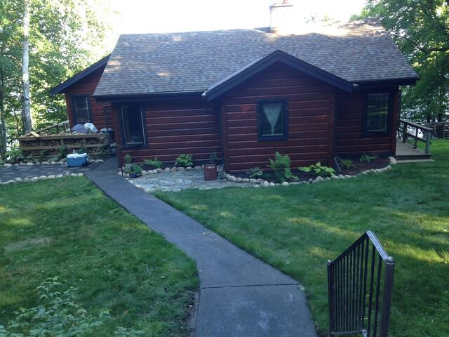 Cozy, lakefront cabin on beautiful Lake Vermilion