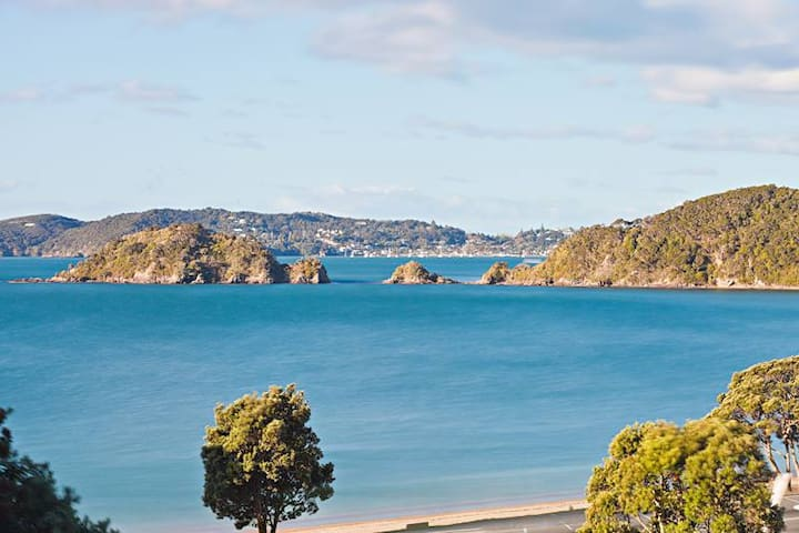 Stunning sea views-private-fully equipped-spotless - Paihia